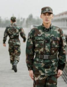 电视剧《号手就位》又到退伍季,李易峰留任士官